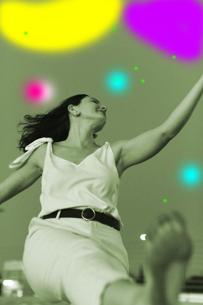 Ladina-Ameerika särtsuga Solo Dance Mix õuetreening täiskasvanutele